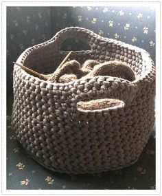 I finally dared: my crochet basket made of textile yarn is ready. All the time I wanted to crochet something out of textile yarn. Knitting Websites, Knitting Blogs, Knitting Projects, Crochet Projects, Crochet Home, Diy Crochet, Crochet Christmas Decorations, Textiles, Handicraft