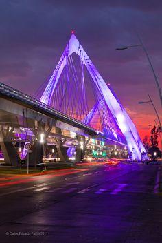 MÉXICO – Matute Remus bridge, Guadalajara, Jalisco. This bridge carries traffic along the Calzada Lázaro Cárdenas (Autopista Guadalajara–Tepic) and spans the Avenida Adolfo López Mateos Sur. https://www.google.ca/maps/place/Puente+Matute+Remus/@20.6646399,-103.4029412,15z/data=!4m5!3m4!1s0x8428ae782b7f1897:0xfc3a685d6142133e!8m2!3d20.6646349!4d-103.3941865