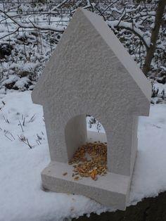 bulles de granite http://www.alittlemarket.com/animaux/fr_mangeoire_pour_oiseaux_en_pierre_naturelle_-12936827.html