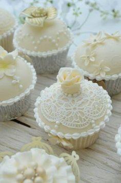 Vanilla love lace cupcakes
