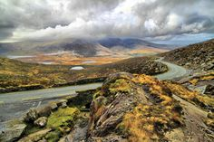 Check our guide to a wonderful Irish adventure on the Kerry section of the Wild Atlantic Way. Dublin, Southern Ireland, West Coast Of Ireland, Wild Atlantic Way, Connemara, Romantic Places, Beautiful Places, Amazing Places, Shore Excursions