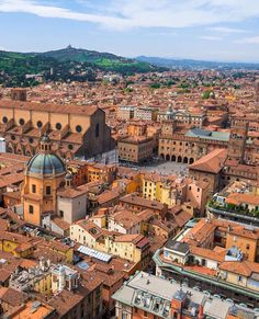 Have you been to #Italy? What are your favourite places to see and things to do? Photo by @nodestinations in #Bologna