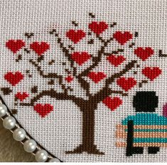 Christmas Embroidery, Hand Embroidery, Embroidery Designs, Decor Crafts, Diy And Crafts, Wedding Cross Stitch, Small Cross Stitch, Palestinian Embroidery, Wedding Hands
