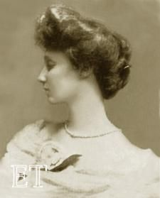 """Countess of Rothes (Martha Lucy-Noel MacFie) Titanic survivor, lifeboat She was the one in the film said to sell """"naughty lingerie.particularly popular with the royals"""". Rms Titanic, Titanic Photos, Titanic Ship, Titanic History, Ancient History, Belfast, Old Photos, Vintage Photos, Titanic Survivors"""