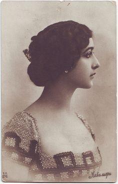 Lina Cavalieri. Italian opera singer.