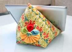 TUTORIAL | Ipad Bean Bag Stand | Sewn Up by TeresaDownUnder