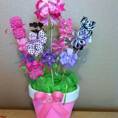 Bow bouquet, what a great baby gift! Bow Hair Clips, Hair Bows, Cute Gifts, Diy Gifts, Bow Bouquet, Hair Bow Display, Craft Fair Displays, Vendor Displays, Display Ideas