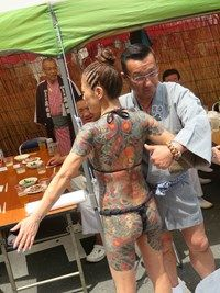 The yakuza stripping at Sanja Matsuri Japanese Gangster, Japanese Tattoo Women, Japanese Tattoos, Bodies, Gangster Tattoos, Piercings, Dragon Sleeve Tattoos, Post Apocalyptic Fashion, Cute Profile Pictures