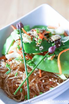 Thai Ginger and Garlic Noodle Bowl | VanillaAndBean.com