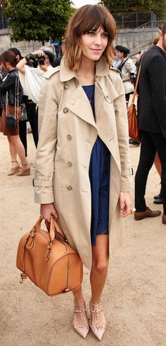 Love her style :: Alexa Chung Alexa Chung Style, Jessica Parker, Looks Street Style, Fashion Mode, Chloe Fashion, Fashion Trends, Trench Coats, Burberry Trench, Mode Inspiration