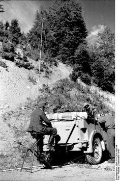 1943, Albanie, Des opérateurs radio allemands à l'écoute | by ww2gallery