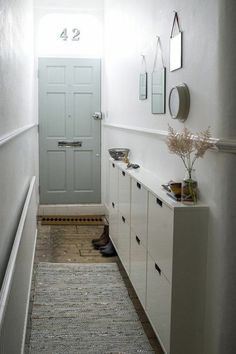 55 Smart DIY Small Apartment Decorating Ideas on A Budget Entryway and Hallway Decorating Ideas Apartment Budget Decorating DIY Ideas Small smart Small Entryways, Small Hallways, Small Rooms, Small Apartments, Small Spaces, Small Small, Halls Pequenos, Small Hallway Furniture, Flur Design