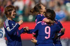 女子サッカーW杯カナダ大会・準決勝、日本対イングランド。先制点に歓喜する日本の選手(2015年7月1日撮影)。(c)AFP/GEOFF ROBINS ▼2Jul2015AFP|なでしこジャパンが米国との決勝に進出、W杯連覇に王手 http://www.afpbb.com/articles/-/3053365 #2015_FIFA_Womens_World_Cup #Semifinal_Japan_vs_England