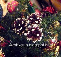 RobyGiup Handmade: Christmas tree decoration made with cones - Decorazione per l'albero di Natale realizzata con delle pigne