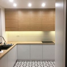 No photo description available. Wooden Kitchen, Kitchen Dining, Kitchen Decor, Kitchen Cabinets, Kitchen Design Open, Kitchen Lighting, Interiores Design, Kitchen Interior, Home Kitchens