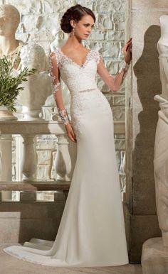Prachtige a-lijn stijl bruidsjurk gemaakt van organza. De top heeft korte mouwen en heeft een mooie Sweetheart halslijn welke mooi bewerkt is. De jurk wordt helemaal op de hand en op maat gemaakt.