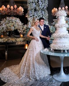 Obsessed with the floral decor and the gorgeous bride Wedding Day Wedding Planner Your Big Day Weddings Wedding Dresses Wedding bells Amazing Wedding Cakes, Elegant Wedding Cakes, Pastel Wedding Cakes, Luxury Wedding Cake, Cake Wedding, Wedding Bride, Diy Wedding, Rustic Wedding, Perfect Wedding