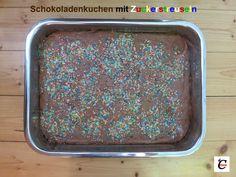 Schokoladenkuchen mit Zuckerstreuseln