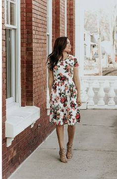 @thedarlingstyle Skirt Style. Modest Fashion. Getting Into The Spring Chic Style. Moda. White Pretty Floral Midi Dress.