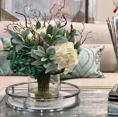 Hydrangeas Floral Arrangement in Glass Vase - Modern Arrangements D'hortensia, Artificial Floral Arrangements, Artificial Flowers, Contemporary Flower Arrangements, Christmas Flower Arrangements, Decoration Table, Vases Decor, Dinning Table Centerpiece, Kitchen Island Centerpiece