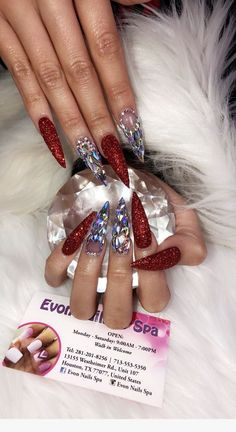 Make an original manicure for Valentine's Day - My Nails Glam Nails, Hot Nails, Fancy Nails, Trendy Nails, Beauty Nails, Red Stiletto Nails, Ongles Bling Bling, Bling Nails, Nail Art Designs