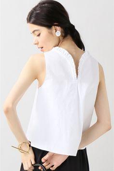 Atlantique Ascoli ラッフルノースリーブブラウス Atlantique Ascoli ラッフルノースリーブブラウス 62640 2016AW IENA Atlantique Ascoli トランティックアスコリ フランス人女性デザイナーが手がけるブランド ヴィンテージを愛する彼女が自ら欲しいシャツをデザインしたことから始まったシンプルでクラシックなコレクションです こちらの商品はIENAでの取り扱いになります 直接店舗へお問い合わせの際はIENA店舗へお願い致します モデルサイズ:身長:170cm バスト:75cm ウェスト:60cm ヒップ:83cm 着用サイズ:フリー