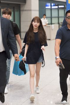 Fashion Idol, Kpop Fashion Outfits, Korean Outfits, Fashion Looks, Korean Airport Fashion, Asian Fashion, Iu Hair, Korean Celebrities, Airport Style