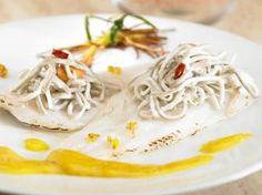 Filetes de Merluza con Anguriñas en salsa de azafrán