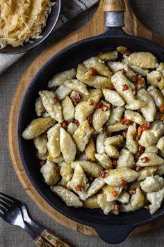 Szare kluchy z blendera (3 składniki) - Wilkuchnia I Love Food, Good Food, Yummy Food, Dinner Dishes, Dinner Recipes, Fruit Recipes, Cooking Recipes, Healthy Dishes, Healthy Recipes