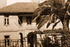 Το παλαιό δημαρχείο που βρίσκετε Κύπρου & Ευαγγελικής Σχολής.  Μέχρι το1934 που ο Βύρωνας γίνεται Δήμος το κτίσμα αυτό ήταν Πολυκλινική.