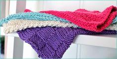 God søndag til alle som en - i dag blir det oppskrift på 4 forskjellige kluter til dere som kan  strikke:)  Klutene er  strikket  i her...