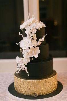 39 Black And White Wedding Cakes Ideas 30 Black And White Wedding Cakes Ideas White And Gold Wedding Cake, Pretty Wedding Cakes, Black Wedding Cakes, Amazing Wedding Cakes, Fall Wedding Cakes, White Wedding Flowers, White Weddings, Wedding Black, Rustic Weddings