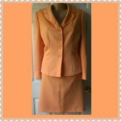 Le Suit Fully Lined Skirt Suit sz 10 This beautiful peach skirt suit is in excellent condition. Le Suit Skirts Skirt Sets