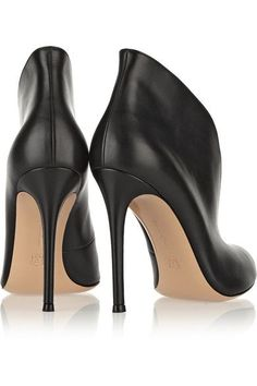 Gianvito Rossi - Vamp 105 Leather Ankle Boots - Black - IT40.5