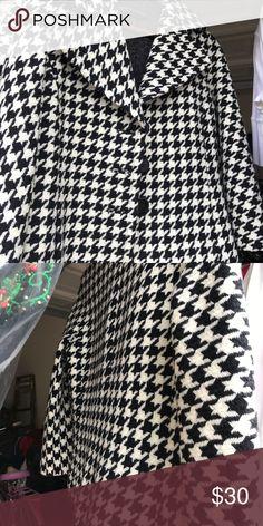 Houndstooth jacket Dana Buckman vintage houndstooth jacket. Perfect for that Alabama football game. Three quarter length sleeves. Dana Buchman Jackets & Coats Blazers