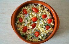 Απλή μακαρονοσαλάτα με σάλτσα γιαουρτιού - cretangastronomy.gr Greek Recipes, Desert Recipes, Salad Bar, Pasta Salad, Sausage, Oatmeal, Grains, Deserts, Rice