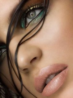 This look is so pretty, love the eyes.#makeup #beauty #eyes #glamorous #metallic #eyeliner