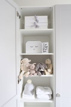 Homevialaura | A.S.Helsingö | Feather Grey | Ensiö doors and Bagel handles | Ikea hack for Pax wardrobes | neutral nursery decor