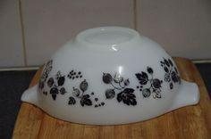 Vintage JAJ Pyrex Black on White Gooseberry Cindy Bowl Pyrex, Spice Things Up, Cookware, Retro, Tableware, Ebay, Vintage, Black, Diy Kitchen Appliances