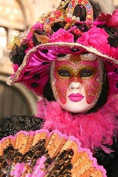 Carnevale de Venezia, Carnaval de Venise, Venice Carnival. #masks #costumes #venetianmasks http://www.pinterest.com/TheHitman14/artwork-venetian-masks-%2B/