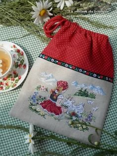 La maison du bonheur: Альпийская пастораль. Cross Stitch Pillow, Cross Stitch Love, Cross Stitch Designs, Cross Stitch Patterns, Cross Stitching, Cross Stitch Embroidery, Hand Embroidery, Machine Embroidery, Quilted Purse Patterns