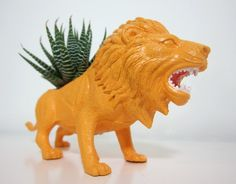Lion Planter by PlaidPigeon via Etsy