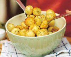 Cartofi picanti la cuptor Potato Salad, Potatoes, Vegetables, Ethnic Recipes, Food, Vegetable Recipes, Eten, Veggie Food, Potato