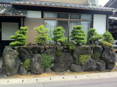 you can often see this type of garden around Japan, very clever for limited spaces.