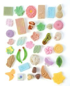 "Japanese higashi sweets, featured in ""Sweeter Than Sugar,"" in Saveur mag. Japanese Sweets, Japanese Wagashi, Japanese Cake, Tokyo Food, Tiny Turtle, Sugar Cubes, Japanese Tea Ceremony, My Cup Of Tea, Confectionery"