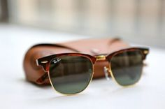 "The Ray-Ban Clubmaster sunglasses are a great example of ""what's old is new."" In fact, here's what the Ray-Ban website says about the Clubmaster, ""They were the sunglasses of choice of counter-cult. Persol, Ray Bans, Ray Ban Blue, Ray Ban Mujer, Modelos Ray Ban, Sunglasses For Your Face Shape, Coach Outlet, Cheap Coach, Style Outfits"