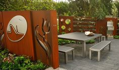 Rusted CorTen steel garden fence after 3 month standing outside. Steel Retaining Wall, White Gravel, Outdoor Screens, Landscape Structure, Privacy Panels, Fire Pit Patio, Modern Planters, Different Plants, Plant Species
