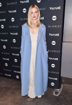Elle Fanning at Sundance Film Festival 2018 : Elle has the ability to make the unworkable work and this ensemble by The Row is a good example. It's casual enough to match the vibe of Sundance but also presentable enough for a premiere night. Ellie Fanning, Dakota And Elle Fanning, Fanning Sisters, New York Socialites, Sundance Film Festival, Celebs, Celebrities, Grey Fashion, Celebrity Style