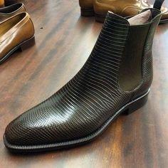 Carmina shoemaker — Carmina Shoemaker chelsea boot in brown lizard. Mens Shoes Boots, Mens Boots Fashion, Leather Shoes, Men's Shoes, Shoe Boots, Dress Shoes, Leather Skin, Brogue Chelsea Boots, Gentleman Shoes