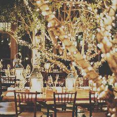 Love this >> Nos encanta la iluminación, la cuál crea espacios mas elegantes y sofisticados con pocos recursos.  #event #eventplanners #party #iluminacion #luces #wedding